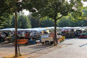 Wochenmarkt auf dem Bassinplatz