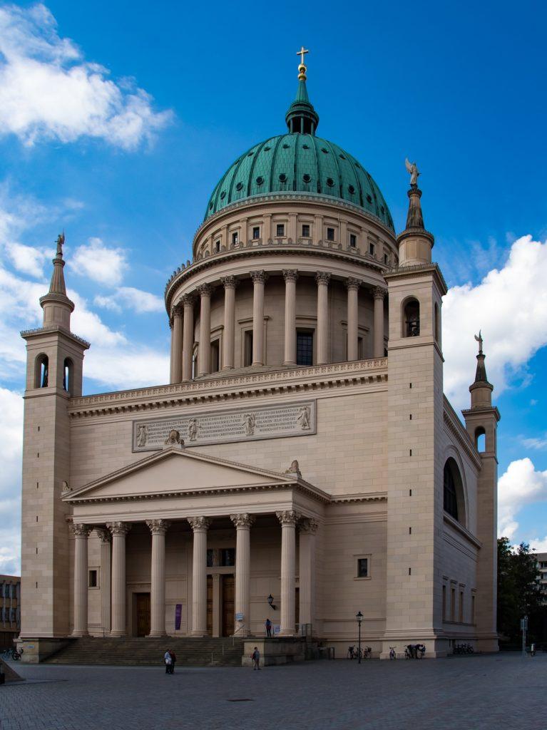 St. Nikolaikirche Potsdam gegenüber des Stadtschlosses